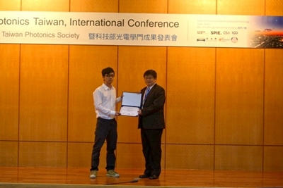 "Mr. Chih-Jie Chan wins ""Student Paper Award"" of OPTIC 2016"