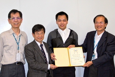 Mr. Shao-Pu Tsai receives 105 semester scholarship of AUO crystal